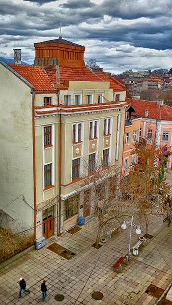https://www.kustendil.info/images/regionalna-biblioteka-emanuil-popdimitrov.jpg